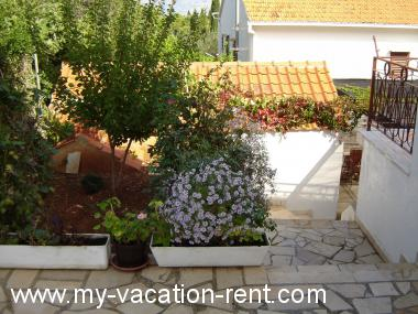 Apartments 02301SUPE  Croatia - Dalmatia - Island Brac - Supetar - apartment #1337 Picture 3