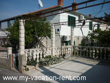 Apartments 5152 Croatia - Dalmatia - Island Brac - Supetar - apartment #3388 Picture 1