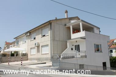 Apartments 5590  Croatia - Dalmatia - Island Ciovo - Okrug Gornji - apartment #3891 Picture 2