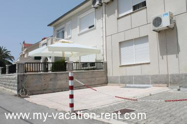 Apartments 5590  Croatia - Dalmatia - Island Ciovo - Okrug Gornji - apartment #3891 Picture 3