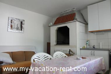 Apartments 5590  Croatia - Dalmatia - Island Ciovo - Okrug Gornji - apartment #3891 Picture 5