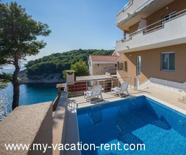 Apartments 4958 Croatia - Dalmatia - Island Brac - Cove Osibova (Milna) - apartment #4176 Picture 1