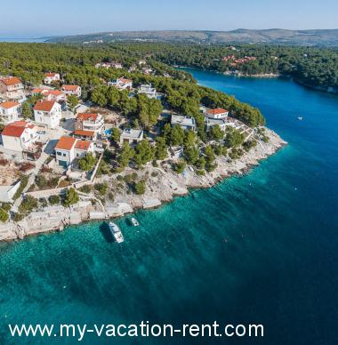 Apartments 4958 Croatia - Dalmatia - Island Brac - Cove Osibova (Milna) - apartment #4176 Picture 10