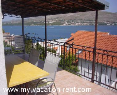 Apartments 6140 Croatia - Dalmatia - Island Ciovo - Okrug Donji - apartment #4521 Picture 1