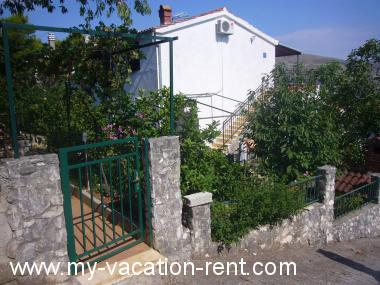 Apartments 6140 Croatia - Dalmatia - Island Ciovo - Okrug Donji - apartment #4521 Picture 2