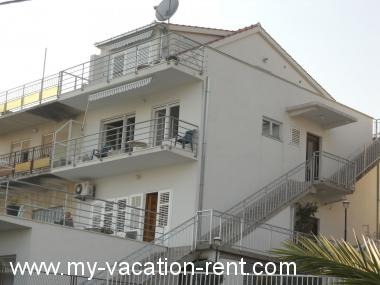 Apartments 8088 Croatia - Dalmatia - Island Ciovo - Okrug Gornji - apartment #4895 Picture 2