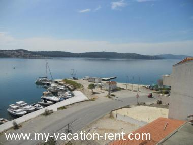 Apartments 8088 Croatia - Dalmatia - Island Ciovo - Okrug Gornji - apartment #4895 Picture 3