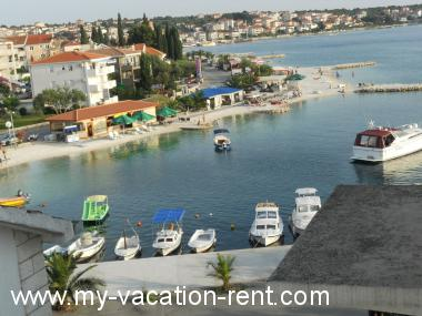 Apartments 8088 Croatia - Dalmatia - Island Ciovo - Okrug Gornji - apartment #4895 Picture 4