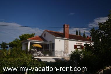 Apartments 8142 Croatia - Dalmatia - Island Brac - Splitska - apartment #4986 Picture 1