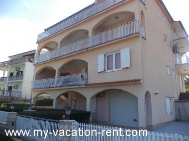 Apartments 8243 Croatia - Dalmatia - Zadar - Pridraga - apartment #5255 Picture 1