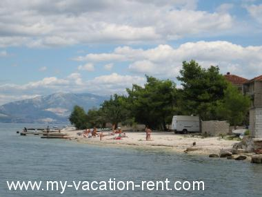 Apartments 35304 Croatia - Dalmatia - Island Ciovo - Mastrinka - apartment #5626 Picture 3