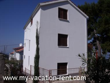 Apartments 35260  Croatia - Dalmatia - Island Solta - Stomorska - apartment #5654 Picture 1