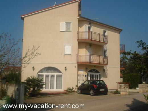 Apartments VILLA CUKON Croatia - Istria - Pula - Pula, Stinjan - apartment #5739 Picture 1