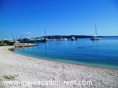 Apartments 35646 Croatia - Dalmatia - Split - Kastel Gomilica - apartment #5885 Picture 2