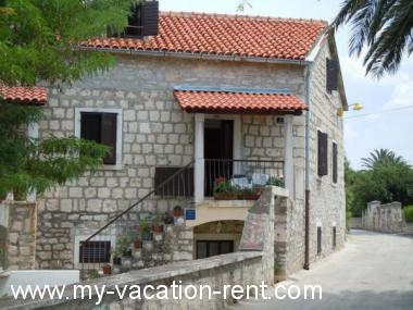 Guest rooms 35024 Croatia - Dalmatia - Island Brac - Supetar - guest room #6012 Picture 4