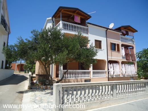 Apartments Emily Croatia - Dalmatia - Island Murter - Jezera - apartment #748 Picture 2