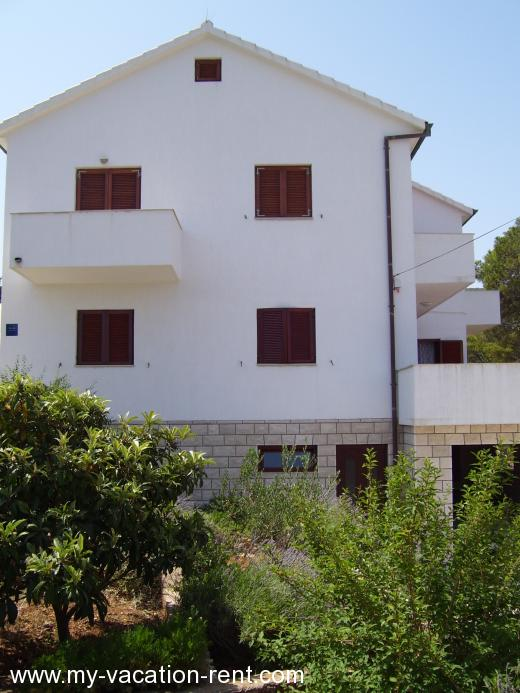 Apartments Vinko Croatia - Dalmatia - Hvar Island - Jelsa - apartment #767 Picture 2